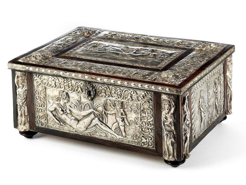 Schatulle mit manieristischen Silberreliefs