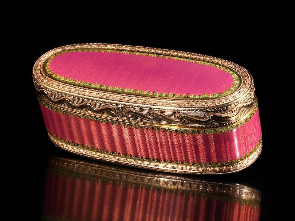Pariser Golddose mit rosa Guilloche-Email