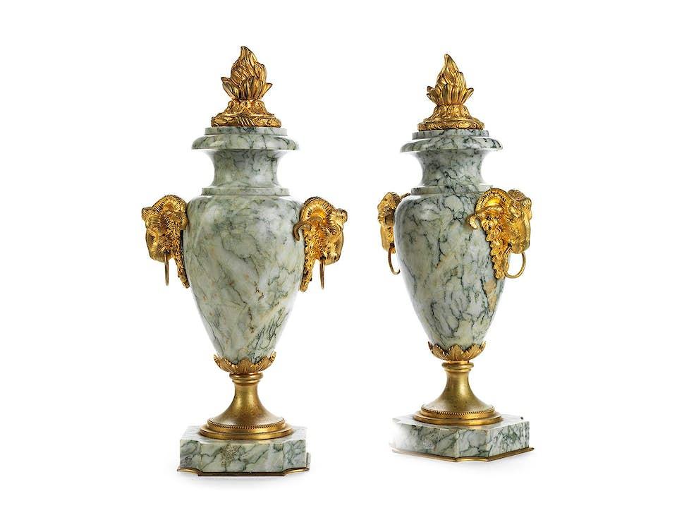 Paar elegante Louis XVI-Cassolettes