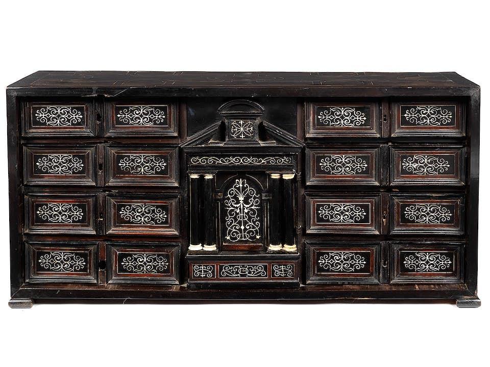 Kleiner Kabinettschrank