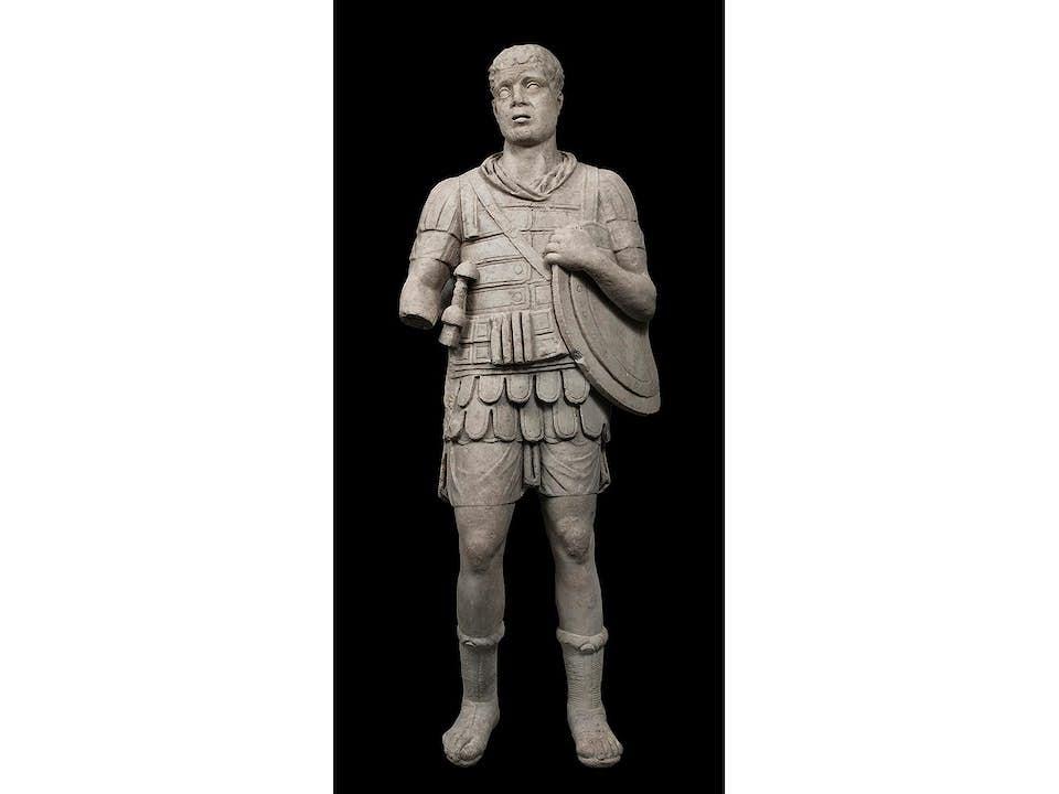 Panzerstatue eines Imperators oder Feldherrn
