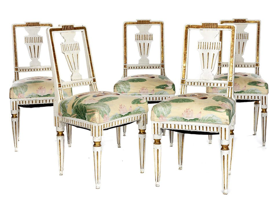 Satz von fünf Stühlen