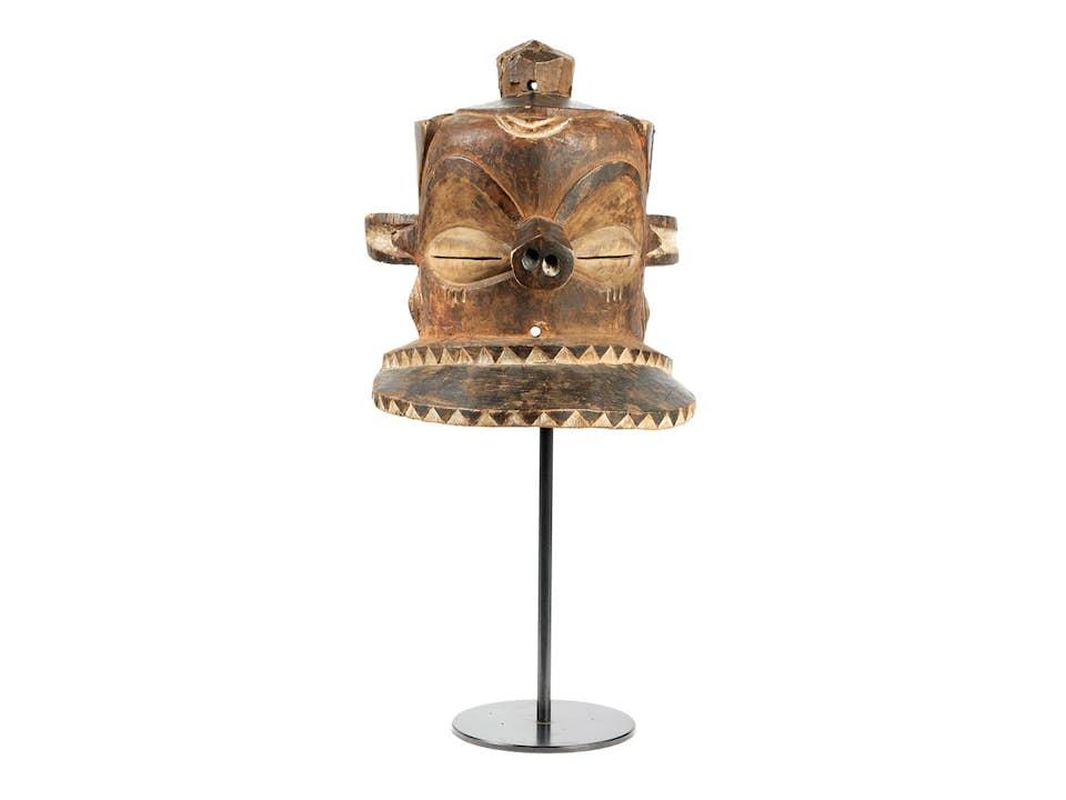 Afrikanische Stülpmaske in Form eines Topfhelms