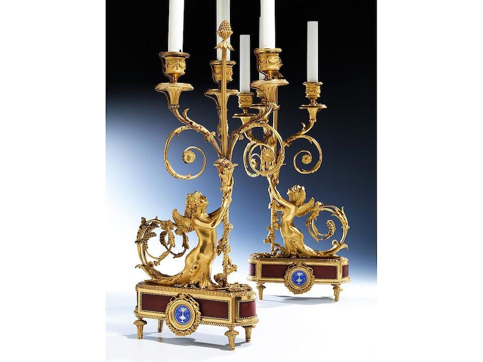 Paar elegante Louis XVI-Kaminleuchter