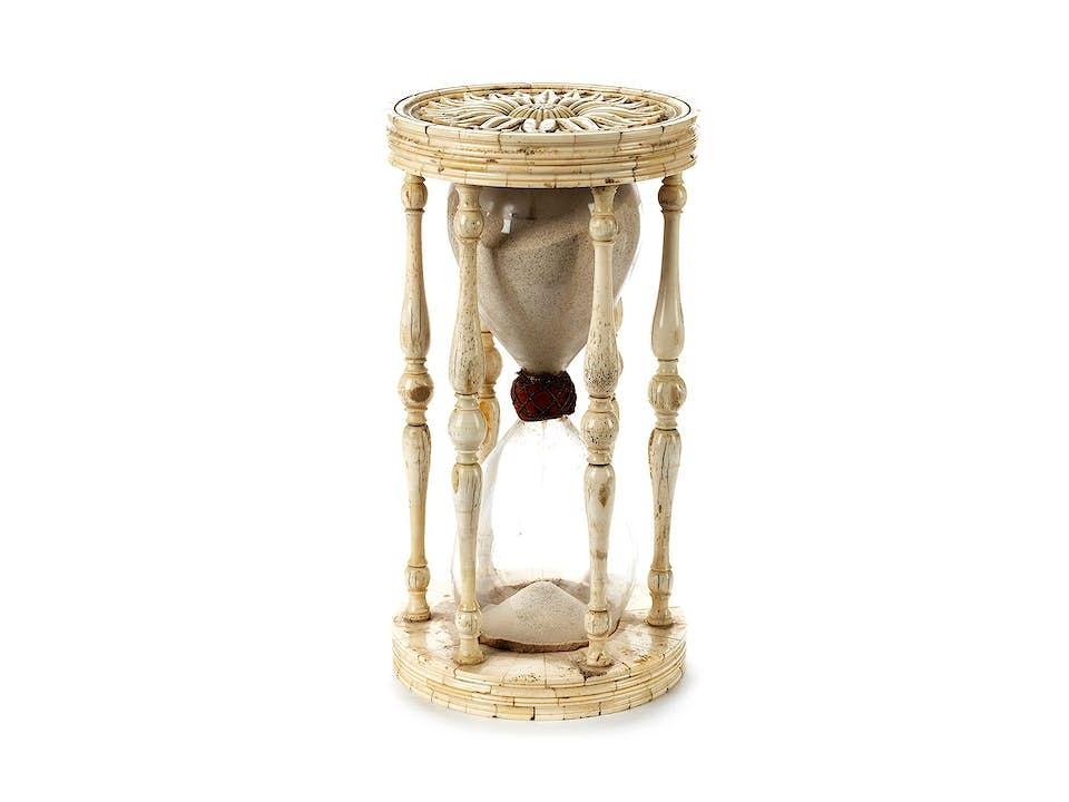 Sanduhr in Glas und Elfenbein