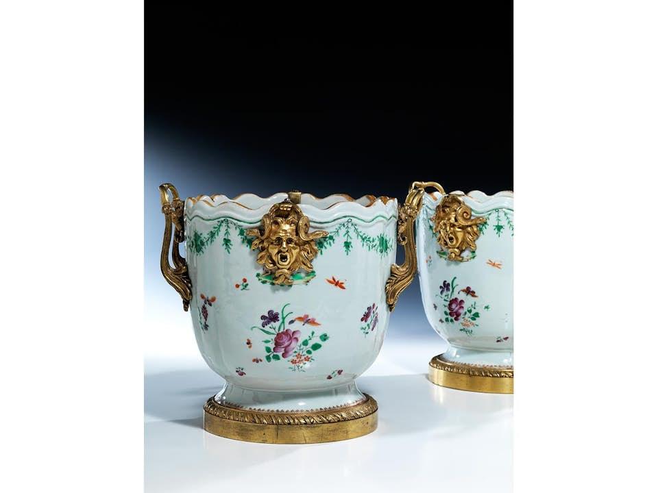 Paar Porzellan-Cachepots