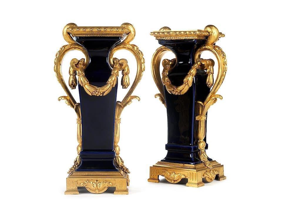Paar Kaminvasen im Louis XVI-Stil