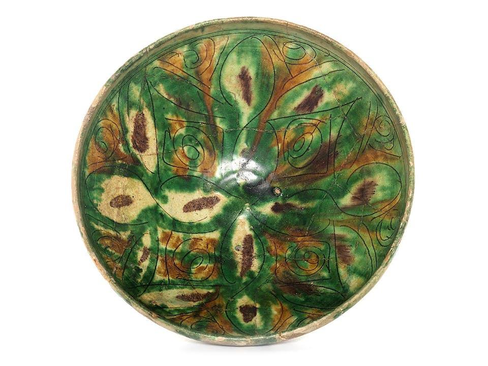 Persische Schale mit Sgraffito-Dekor