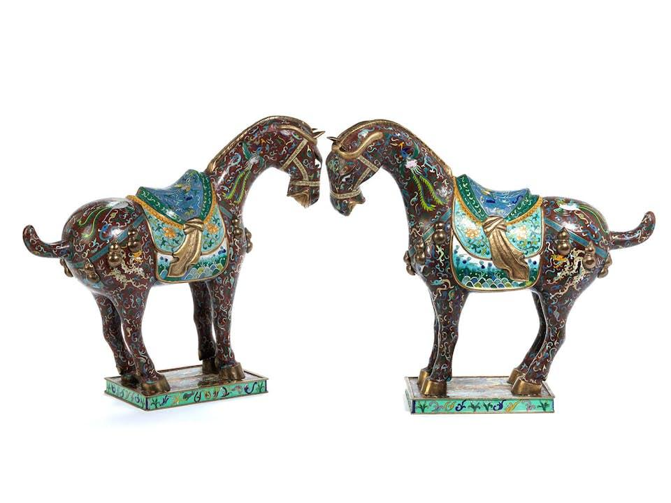 Zwei Cloisonnée-Pferde