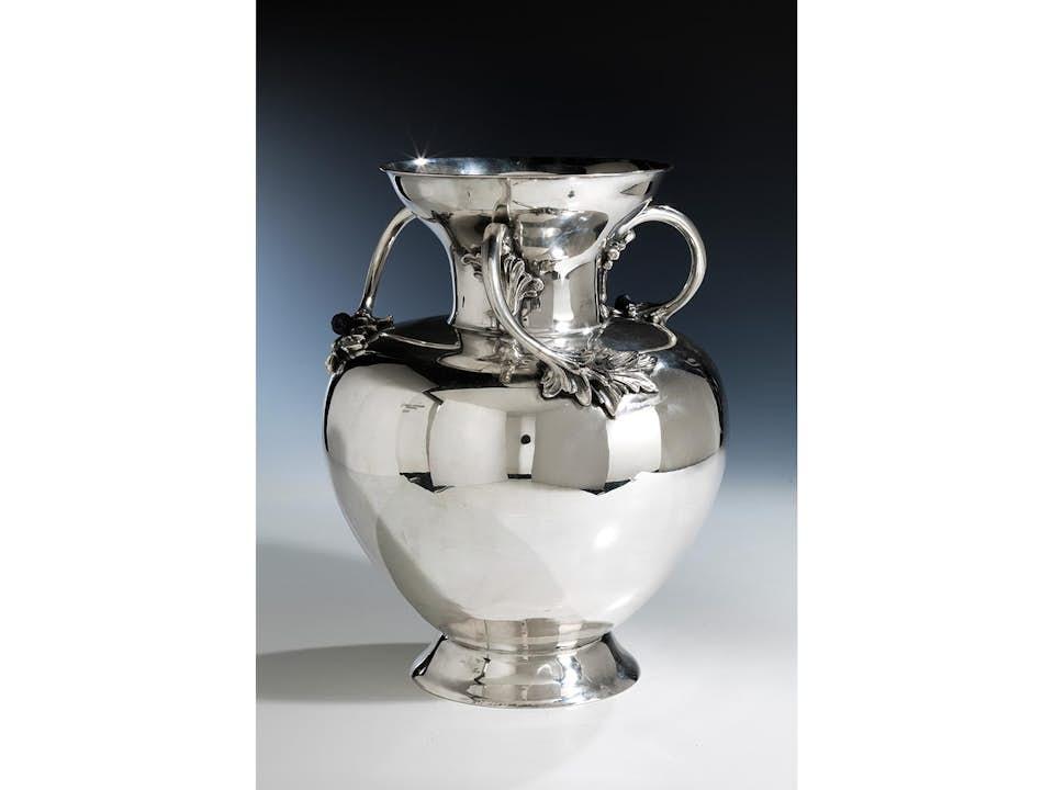 Große Prunkvase in Silber