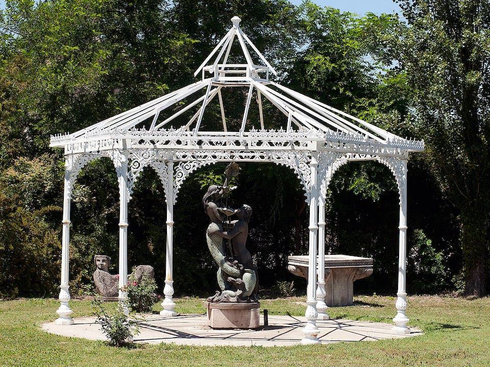 Großer Eisenpavillion im viktorianischen Stil