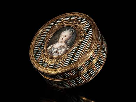Runde Schildpattdose mit reicher Goldmontierung und Portrait Zarin Katharina die Große