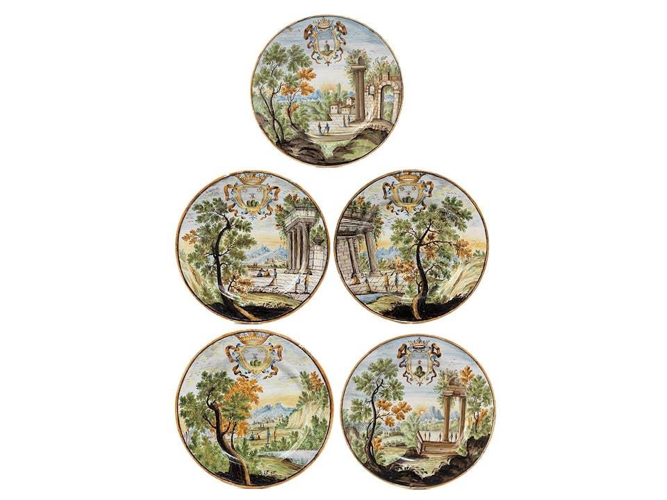 Fünf Teller mit Wappen von Scheggia