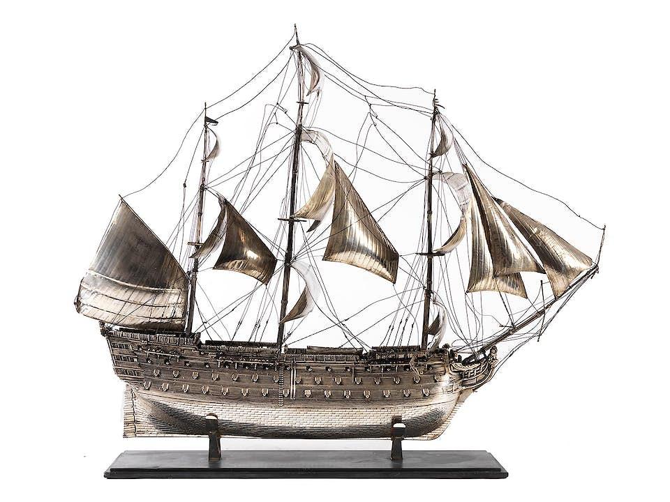 Großes Silberschiff