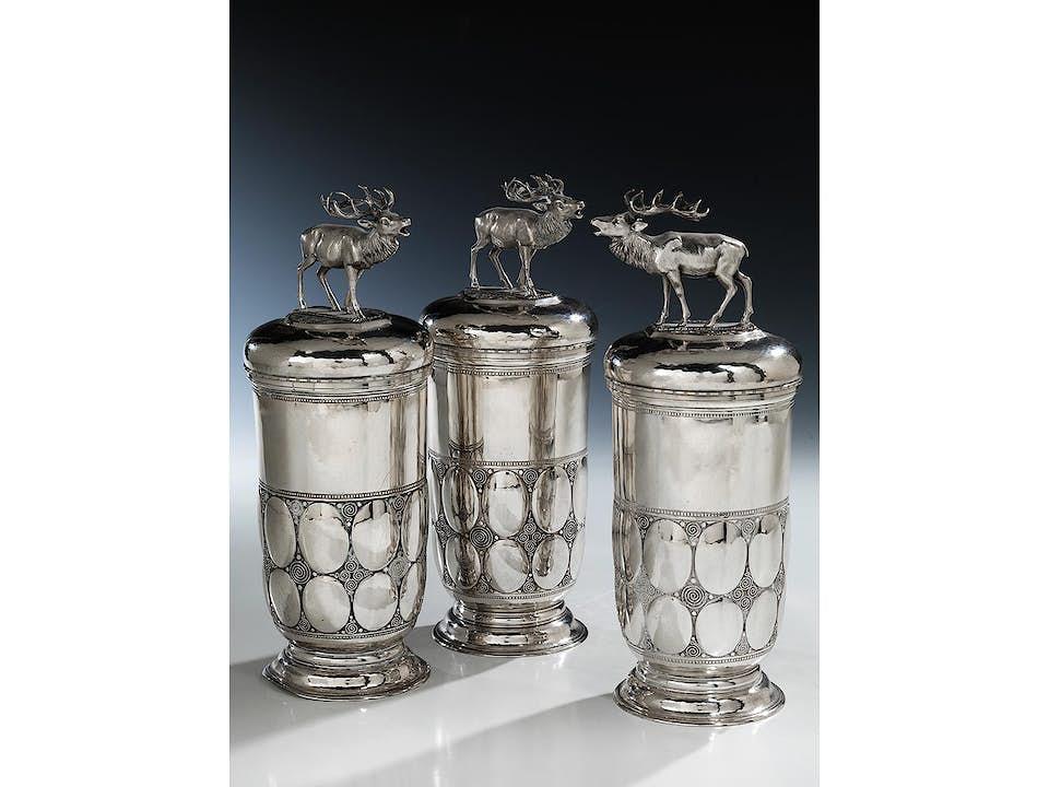 Drei jagdliche Silberdeckelbecher