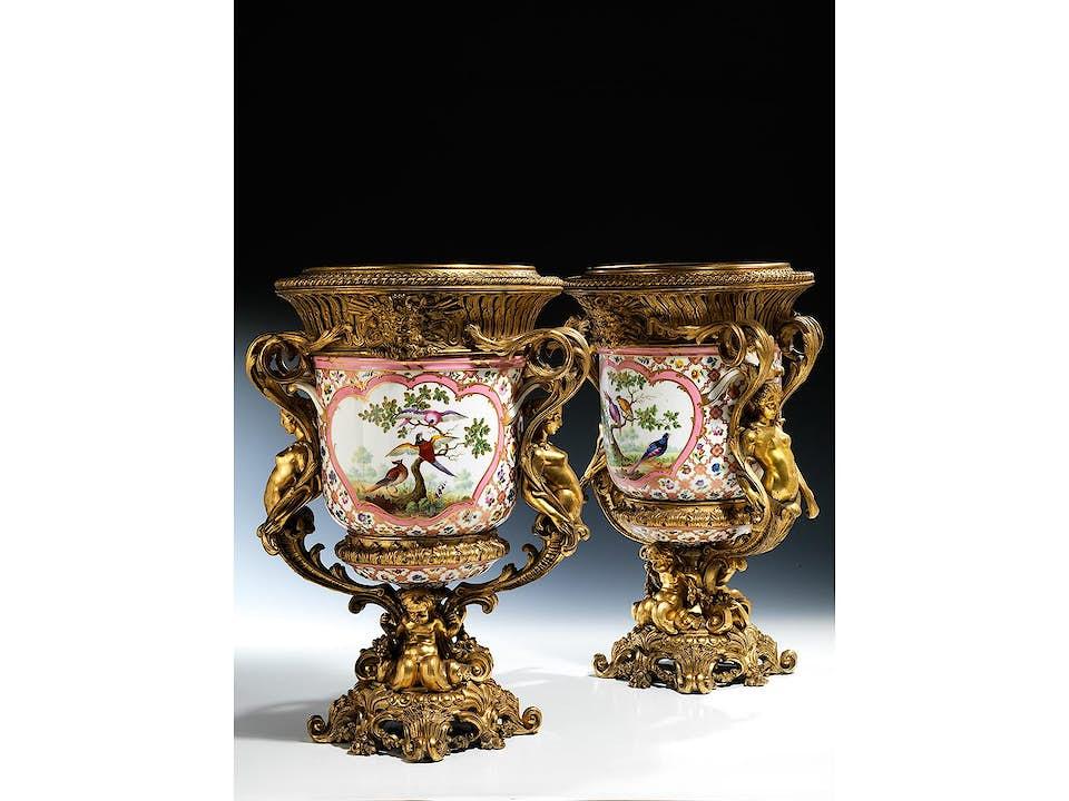 Paar montierte Sèvres-Porzellanvasen